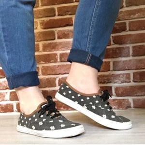 Grey patterned keds with tan piping